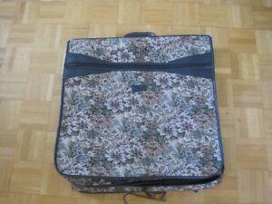 Housse à vêtements pour suspendre / Garment cover to hang