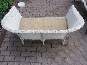 ANTIQUE WHITE WICKER SOFA SETTEE Kitchener / Waterloo Kitchener Area image 2