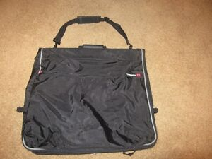 Sampsonite Garment Bag Black Softside
