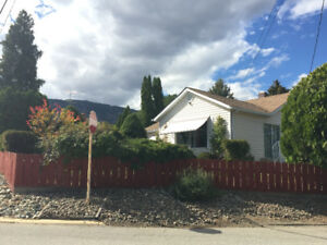 Beautiful, Large, 4 bedroom House in Central Osoyoos