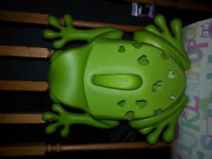BOON frog for bath toys