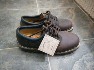 New Dr Martens shoes brown women US size 7 Strathcona County Edmonton Area image 1