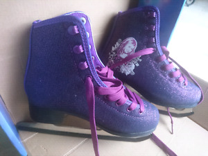 Girls Figure Skates Size 2 - Like NEW condition!