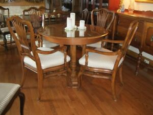 ROXTON ROUND TABLE WITH FOUR ARM CHAIRS