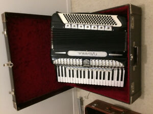 2x Accordions for sale great condition: Vivona, Bellini