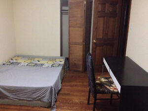 AVAILABLE-LARGE ROOM 2nd FLOOR-2min TO PLAZA STEELES/BATHURSTTTC