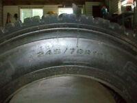 2 pneus de marque AEOLUS 245/70/19.5