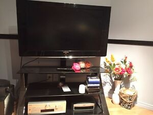 """Samsung 720P 40"""" LCD TV with Stand"""