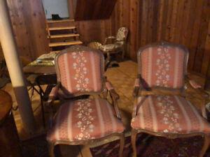 2 fauteuils style Louis XV, en excellente etat, comme neuf....