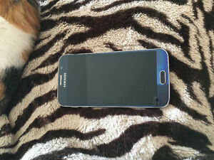Samsung galaxy S6 32 g phone in excellent condition!