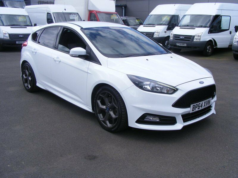 ford focus st 2 0 ecoboost 250ps white 2015 in. Black Bedroom Furniture Sets. Home Design Ideas