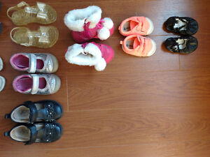 Assorted girls shoes. Please see the pictures and details.