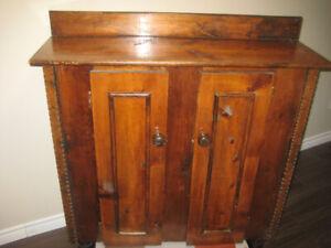 Meuble antique artisanal. 2 bureaux en bois massif.