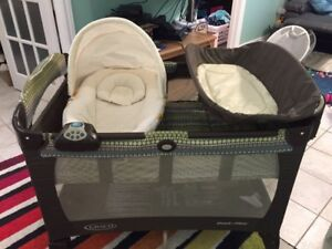 Graco pack n' play with change pad & newborn napper