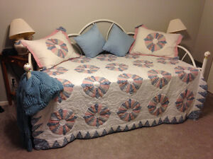 Day Bed, Trundle and 2 Mattresses