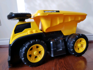 Caterpillar 3-in-1 Dump Truck Ride-On