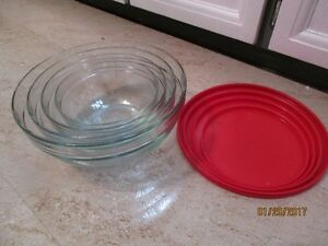 Set of 4 glass nesting Mixing Bowls with lids