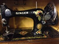 SINGER ANTIQUE VINTAGE SEWING MACHINE, in a beautiful original carrying case.