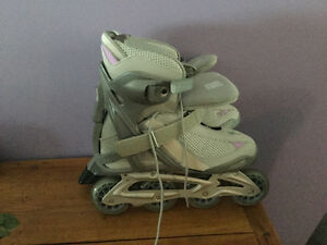 Woman's roller blades size 9