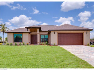 **BEAUTIFULLY DESIGNED POOL HOME** - in Cape Coral, FL (USA)