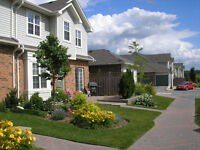 Beautiful end unit townhouse in Ancaster meadowlands