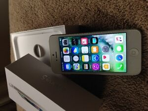 Apple iPhone 5 16GB (Factory Unlocked) White & Silver Like New!