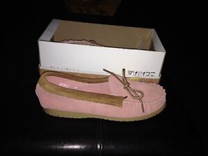 Pink Amimoc Native Moccasin Size 10