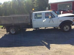 1997 7.3 diesel Ford F-350 5 speed flat bed