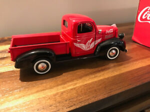 DIECAST 1;24  PICK-UP PLYMOUTH 1941  COCA COLA