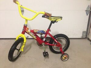 """Bicyclette hot wheels 12"""""""