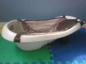 Fisher Price Baby bath tub with vibrating feature