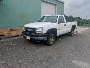2007 Chevy 2500 reg cab long box v8