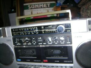 OLDER SANYO AM - FM RADIO  CASSETTE PLAYER RECORDER Sarnia Sarnia Area image 2