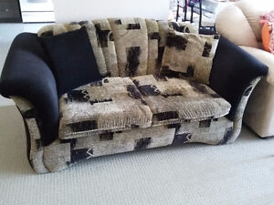 Sofa and loveseat set with 4 matching pillows Like new condition London Ontario image 4
