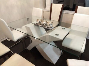 Gorgeous Glass Table & Brand New Chairs - $600 OBO