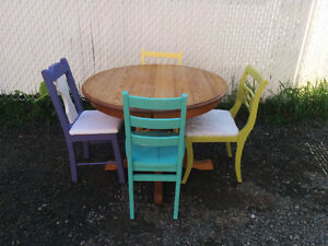 Table & 6 Chairs * Inspired By Monica Geller's - Delivery