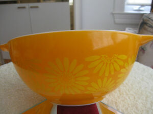 2 OLD VINTAGE PYREX MIXING BOWLS [STAMPED] LARGE / SMALL