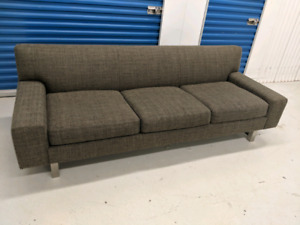 Crate  and  Barrel    Sofa.    Free   Delivery.