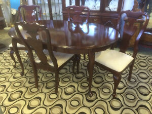 Solid Mahogany Queen Anne Dining Set by Durham Furniture