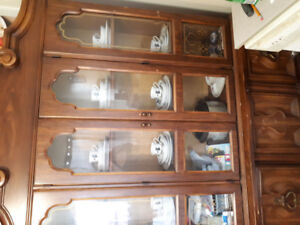 Moving must sell kitchen table and chairs with hutch
