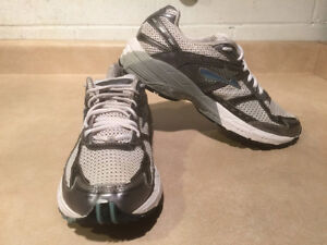 Women's Brooks Glycerin GTS GO 2 Series Running Shoes Size 11 London Ontario image 6