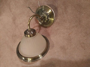 Attractive single sconce - brass