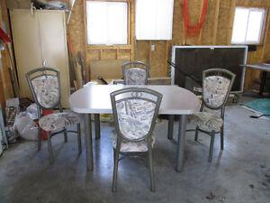 TABLE DE CUISINE.