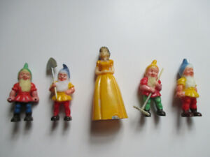 Snow White and the four dwarfs cake toppers