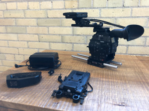 Canon EOS c500 4K HDR Cinema Camera, 6 Batteries and accessories