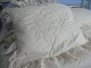 Bedspread (size double) excellent condition Kitchener / Waterloo Kitchener Area image 3