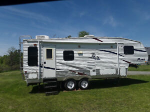 FIFTH WHEEL TRAILER - 2008 PUMA -25 ft- Excellent condition!