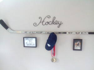 Hockey wall hanger