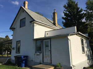 Home for Rent Broadview | Newly Renovated | 3 bedroom