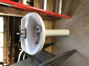 Pedestal sink and taps
